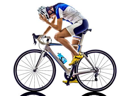 cicla: Mujer triatlón ironman ciclismo ciclista atleta en el fondo blanco Foto de archivo
