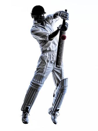 흰색 배경에 실루엣 그림자에서 크리켓 선수 타자