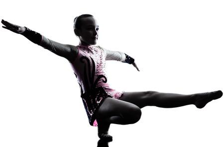rhythmische sportgymnastik: ein kaukasisch kleine M�dchen Aus�bung der Rhythmischen Sportgymnastik in der Silhouette isoliert auf wei�em Hintergrund Lizenzfreie Bilder