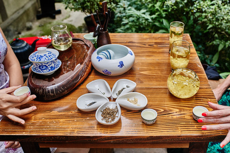 thatched cottage: tea ceremony in Du Fu thatched Cottage in Chengdu Sichuan China Stock Photo