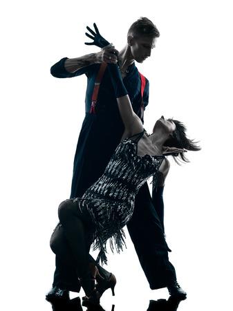 danza moderna: un cauc�sico elegantes bailarines pareja bailando en el estudio de silueta aislados sobre fondo blanco