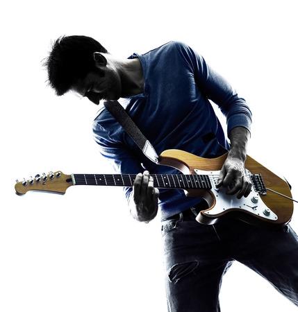 ein kaukasisch Mann E-Gitarristen spielen spieler im Studio Silhouette auf weißem Hintergrund isoliert