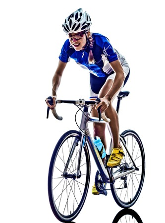 vrouw triatlon ironman atleet fietser fietsen op een witte achtergrond Stockfoto