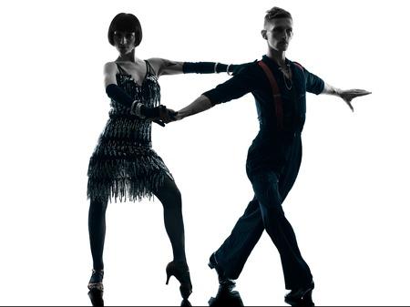 pareja bailando: un cauc�sico elegantes bailarines pareja bailando en el estudio de silueta aislados sobre fondo blanco