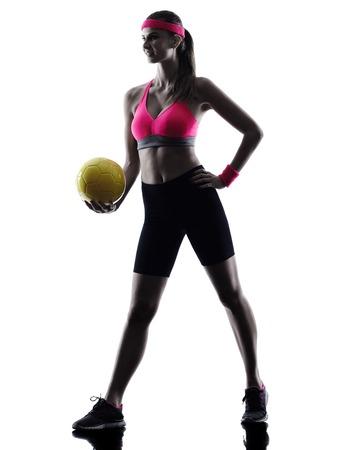 pelota de voley: jugador de voleibol playa una silueta de la mujer en el estudio de la silueta aislado en el fondo blanco
