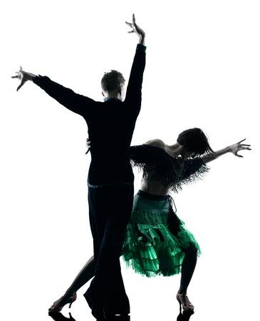 bailando salsa: un caucásico elegantes bailarines pareja bailando en el estudio de silueta aislados sobre fondo blanco