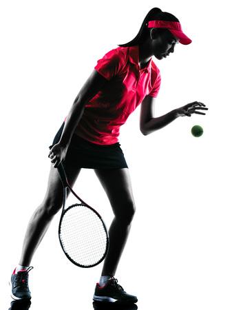 jugando tenis: tenista una mujer de la tristeza en el estudio de la silueta aislado en el fondo blanco