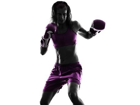 peleando: una mujer kickboxing boxeador boxeo en silueta aislados sobre fondo blanco Foto de archivo