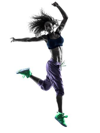 iluminado a contraluz: una mujer africana ejercicios de baile bailarina mujer en el estudio de silueta aislados sobre fondo blanco
