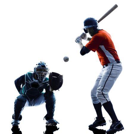 baseball: un caucásico jugadores de béisbol los hombres que juegan en el estudio de silueta aislados sobre fondo blanco