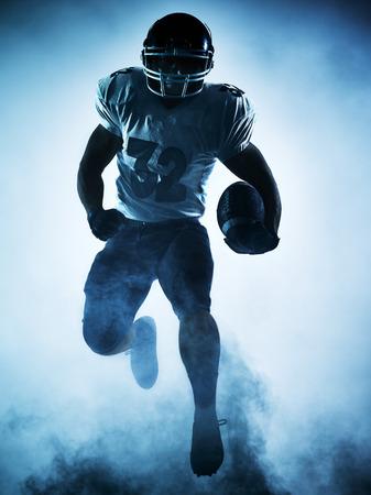 白い背景にシルエットの影で 1 つのアメリカン フットボール選手の肖像画 写真素材