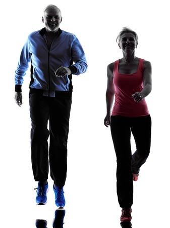 siluetas de mujeres: una pareja caucásica de fitness superior ejerce la silueta en el estudio de la silueta aislado en el fondo blanco Foto de archivo