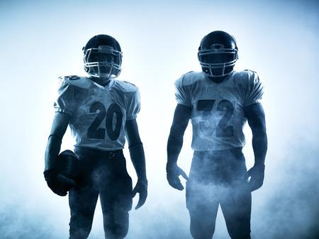 jugadores de futbol: un estadounidense retrato jugadores de fútbol en silueta sombra sobre fondo blanco