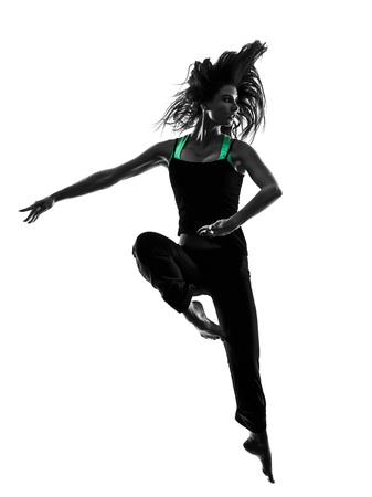 gente bailando: una mujer bailarina bailando en el estudio de la silueta aislado en el fondo blanco