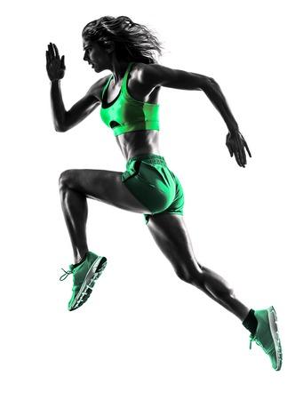gente corriendo: una mujer caucásica basculador running trotar en la silueta del estudio aislada en el fondo blanco