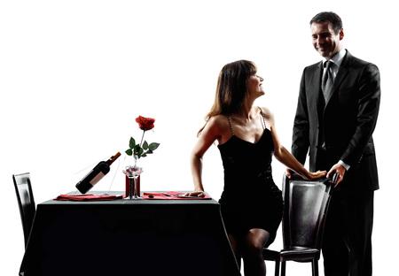 siluetas de enamorados: parejas amantes dinning cena romántica en siluetas en el fondo blanco Foto de archivo