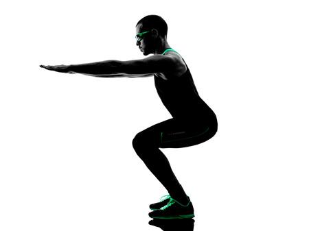 iluminado a contraluz: un hombre de fitness ejercicio crossfit en silueta aislados sobre fondo blanco Foto de archivo