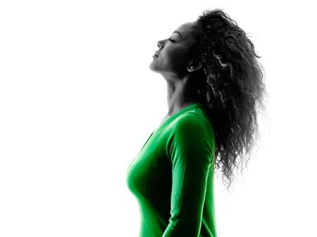 profil: jedna młoda kobieta rasy mieszanej portret profil sylwetka na białym tle Zdjęcie Seryjne