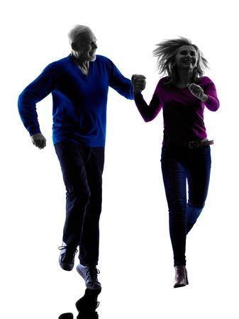 hombres corriendo: una pareja silueta alto caucásico en estudio de la silueta aislado en el fondo blanco
