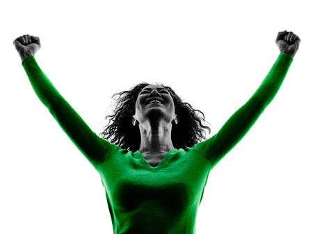 een gemengd ras jonge vrouw geluk armen opgeheven silhouet geïsoleerd op een witte achtergrond