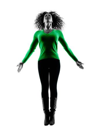 negras africanas: una raza mixta joven saltando silueta feliz aislado en fondo blanco Foto de archivo