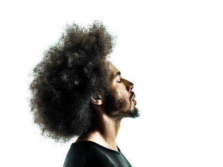 visage profil: un profil homme portrait africain en silhouette isolé sur fond blanc