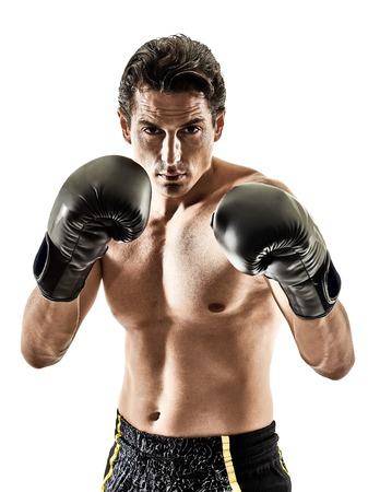 iluminado a contraluz: un caucásico Muay Thai kickboxing kickboxing tailandés boxeo hombre aislado en el fondo blanco Foto de archivo
