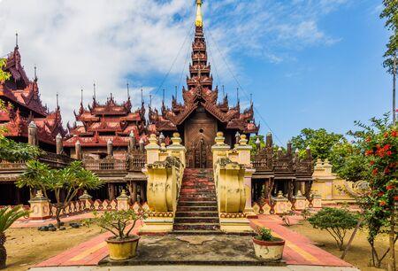 monasteri: Shwe In Bin Monastero Mandalay città Myanmar
