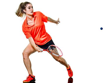 흰색 배경에 고립 된 스쿼시 선수를 재생 한 백인 어린 십 대 소녀 여자