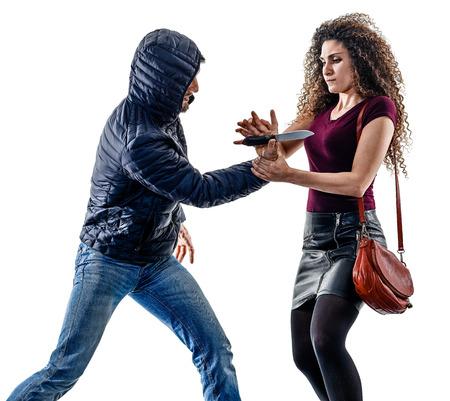 한 백인 여자 피해자 도둑 침략 자기 방어 흰색 배경에 고립의