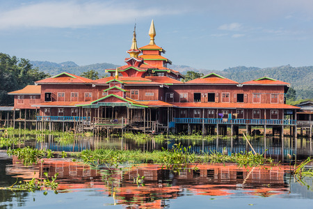 floating houses on the canal of the Inle Lake Shan state in Myanmar (Burma) Banco de Imagens