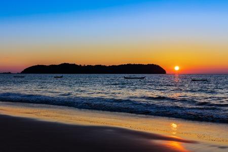 sunset on Ngapali Beach near Thandwe at Rakhine state in Myanmar (Burma) Banco de Imagens