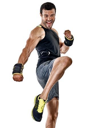 흰색 배경에 고립 된 스튜디오에서 카디오 권투 연습을 운동 한 백인 피트 니스 남자