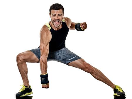 Eine kaukasischen Fitness Mann Ausübung Cardio Boxen Übungen im Studio isoliert auf weißem Hintergrund Standard-Bild - 81549461
