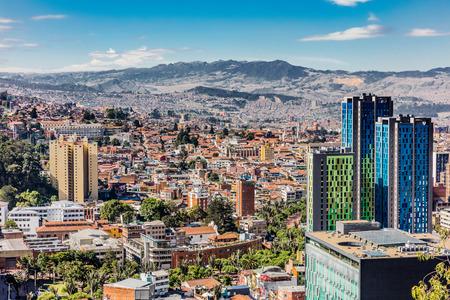 콜롬비아의 보고타 자본 도시에서 보고타 스카이 라인 풍경 남아메리카