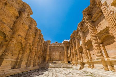 바카루스 (Bacchus) 사원 베카 밸리 (Beeka valley)의 레바논 중동의 바알 베크 (Baalbek) 유적 스톡 콘텐츠