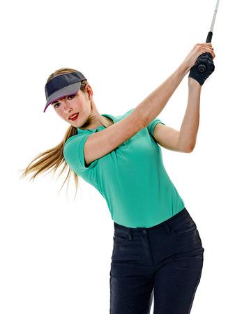 Een blanke vrouw vrouw golfer golfing in studio geïsoleerd op een witte achtergrond