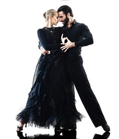 한 백인 남자와 여자의 몇 볼룸 탱고 살사 댄서 스튜디오 실루엣 흰색 배경에 고립에서 춤