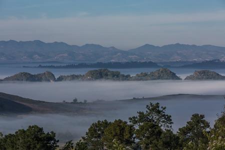 Kalaw 및 Inle 호수 사이의 계곡에 아름 다운 풍경 파노라마 미얀마 (버마)