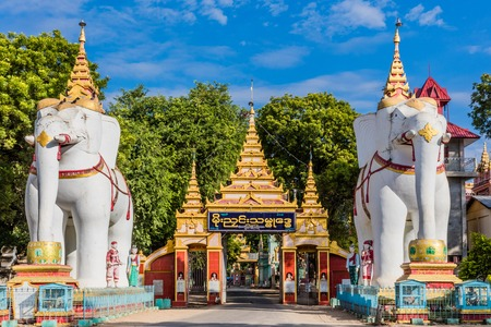 Monywa 미얀마 (버마) 근처의 Thanboddhay Phaya