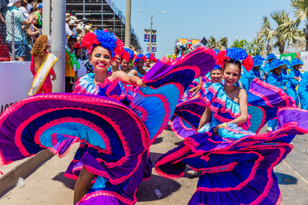 Barranquilla , Colombia  - February 25, 2017 : people participating at the parade of the carnival festival of  Barranquilla Atlantico Colombia 版權商用圖片 - 93040383