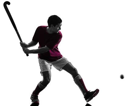 een blanke veld hockey speler man geïsoleerde silhouet op witte achtergrond