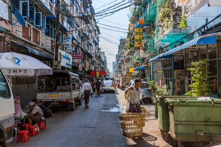 YANGON, MYANMAR -NOVEMBER 25, 2016 : downtown city street of Yangon (Rangoon) in Myanmar (Burma) Stok Fotoğraf - 120106164