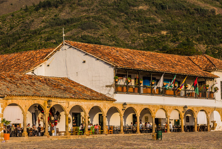 Villa De Leyva, Colombia - February 9, 2017 : 120m square plaza Mayor is one of the largest town squares in the the country Its paved with blestones and surrounded by magnificent colonial structures and a charmingly simple parish church Stok Fotoğraf - 120107805