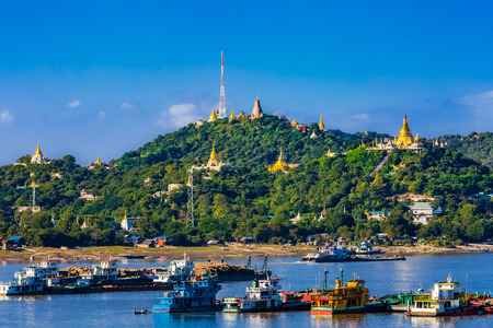 Sagaing hills  and the Ayarwaddy River  skyline  Myanmar (Burma) Imagens