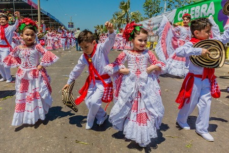 Barranquilla , Colombia  - February 25, 2017 : people participating at the parade of the carnival festival of  Barranquilla Atlantico Colombia 에디토리얼