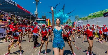 Barranquilla , Colombia - 25 Febbraio 2017 : persone che partecipano alla sfilata della festa del carnevale di Barranquilla Atlantico Colombia Editoriali