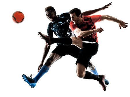 zwei Fußballspielermänner in der Studioschattenbild lokalisiert auf weißem Hintergrund