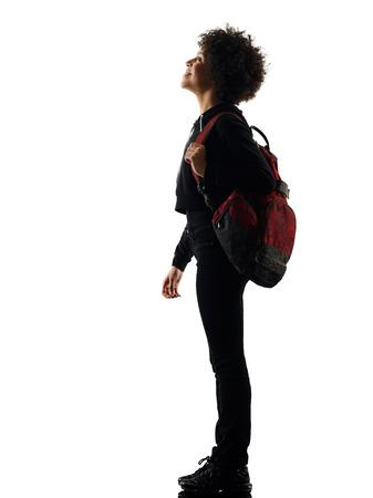 una razza mista africana giovane adolescente ragazza donna in piedi alzando lo sguardo in studio silhouette ombra isolato su sfondo bianco