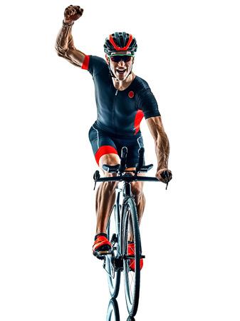 Triatleta ciclista triatlón ciclismo en studio silueta sombra aislado sobre fondo blanco.